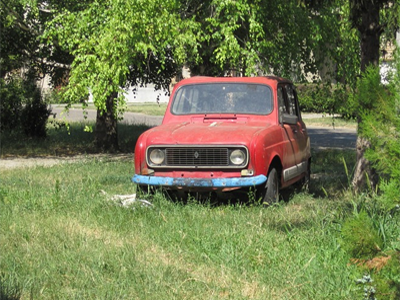 Vanha punainen Renaul R4
