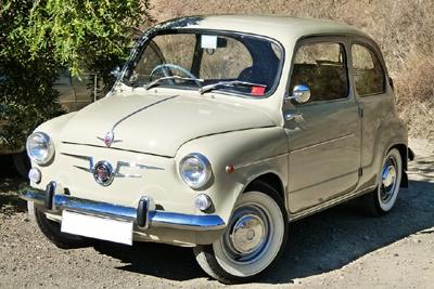 Kermanvärinen FIAT 600