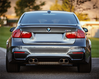 BMW M3 takaa